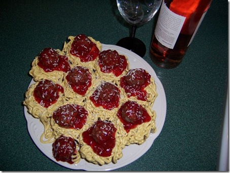 spaghetti and meatball cupcakes with wine